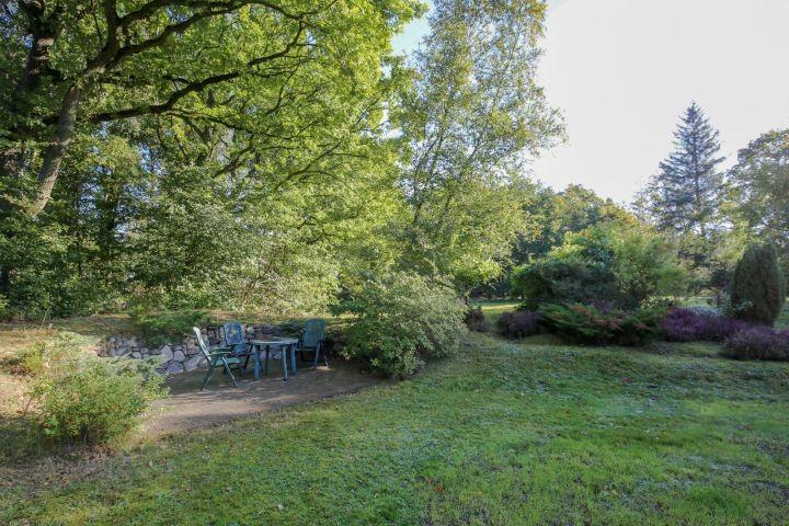 Riesiger Garten zum Toben und Relaxen