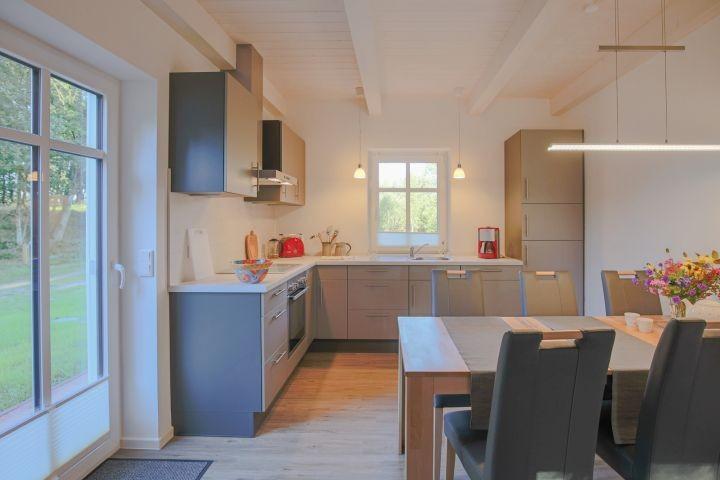 komfortabel eingerichtete Küche