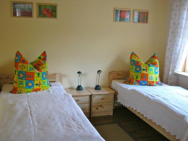 2. Schlafzimmer mit 2 großen Einzelbetten