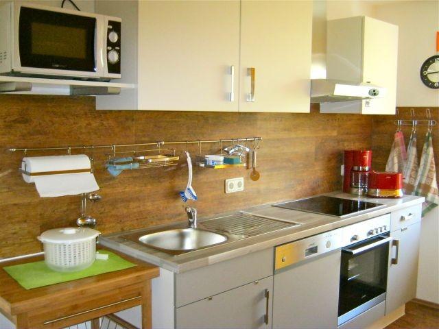 moderne, komplett neu eingerichtete Küche