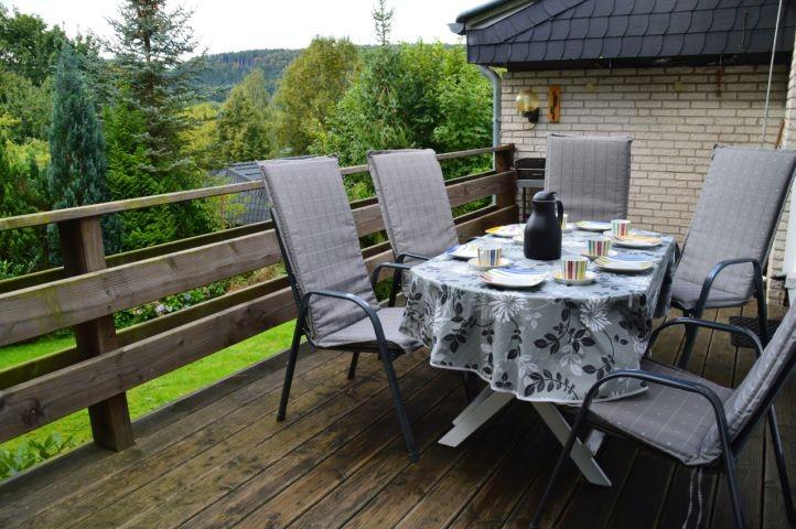 Die Terrasse hat auch ein Tor, so können Sie in Ruhe Kaffee trinken