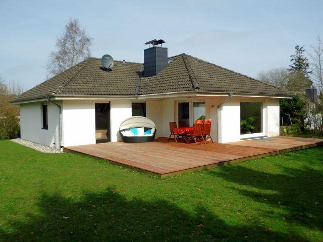 Moderner Bungalow moderner bungalow mit und kamin zwischen see und meer