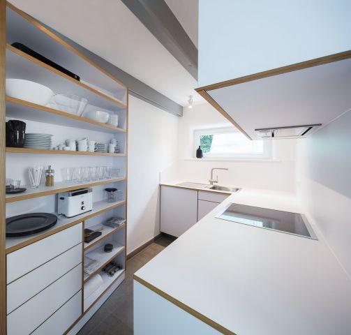 Küche in klaren Linien vom Eigentümer geschreinert