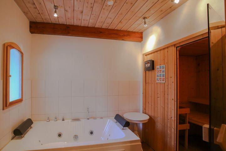 Wellness mit Whirlpool und Sauna