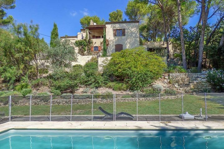 Ferienhaus mit Pool und Weitblick in Mérindol in der Provence