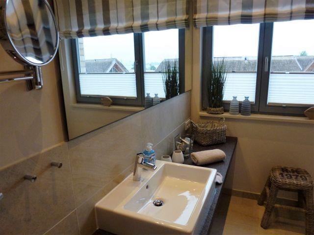 Duschbad mit Walk-In-Rainshower-Dusche