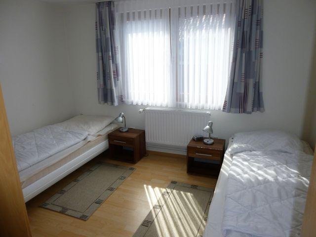 Schlafzimmer 2 von 2