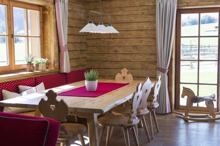 Almrosen-Hütte Wohn-Essbereich