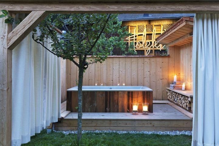 Außenbadewanne im Garten