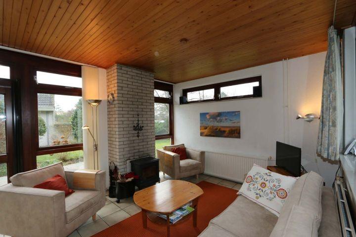 Wohnzimmer met Holzofen
