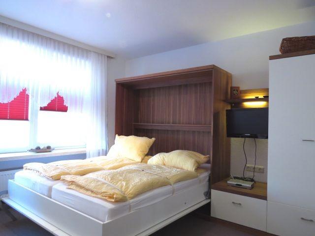 komfortables Doppelraumsparbett im Wohnzimmer