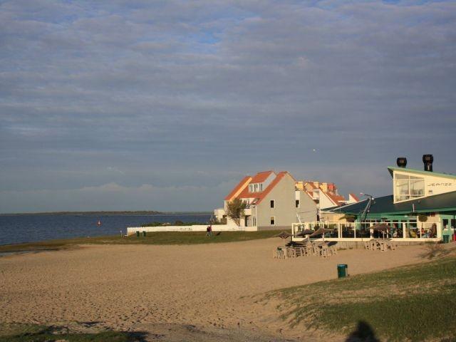 Strand am Grevelingenmeer (500 m entfernt)