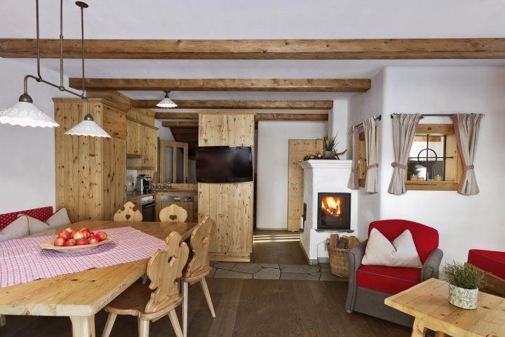 Jaga-Hütte Wohn-Essbereich