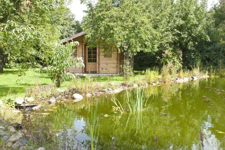 Gartenhaus mit Sauna am Teich