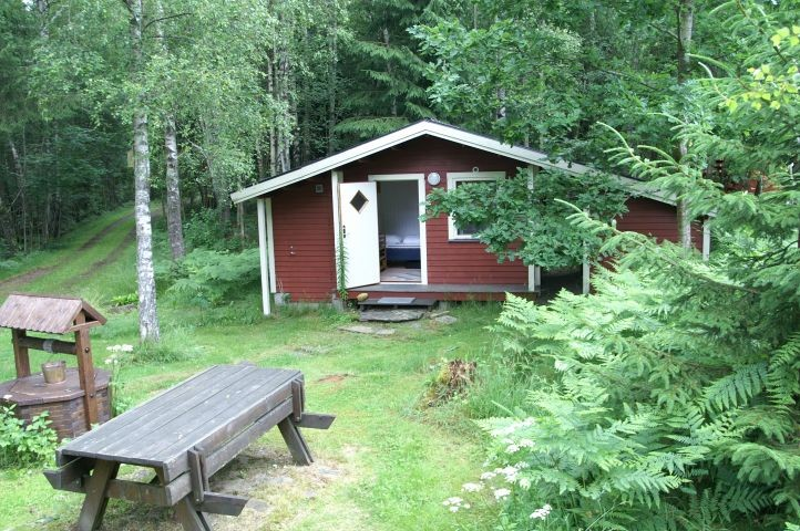 separates Gästehaus mit Doppelbett am Haus