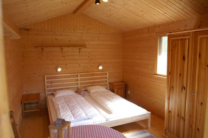 Doppelbett im separaten Gästehaus