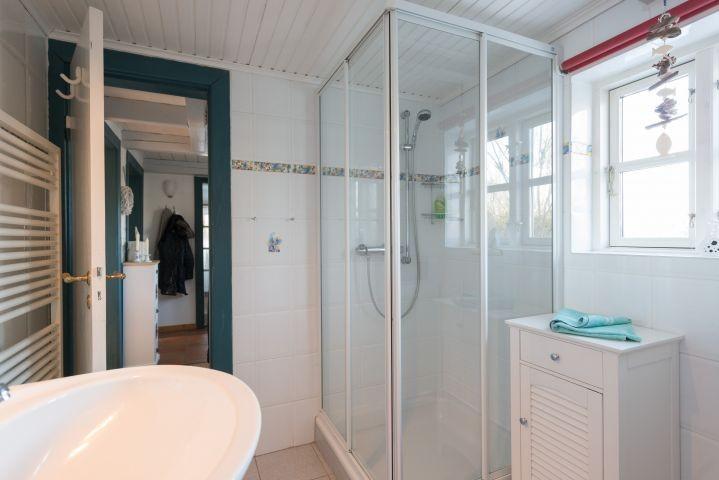 Duschbad mit WC und Waschmaschine im EG