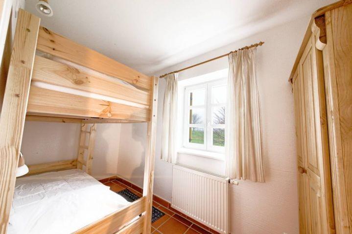 Das kleine Schlafzimmer mit Kleiderschrank