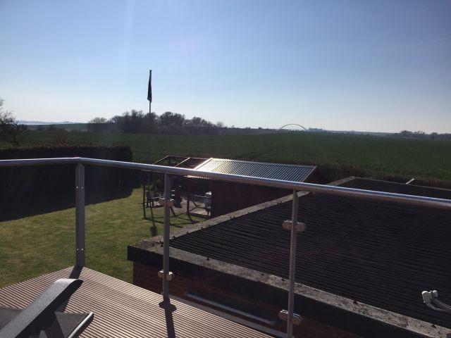 Sonniger Balkon mit Traumblick