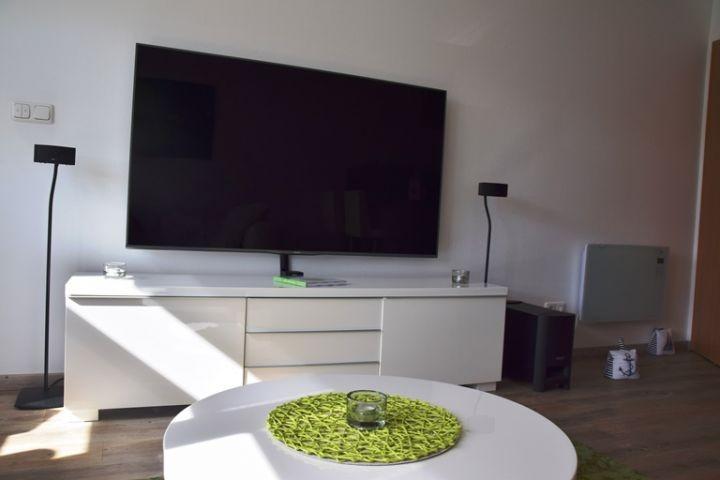 Mega Flachbildschirm mit Bose Anlage