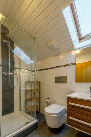 eines der luxuriösen Badezimmer