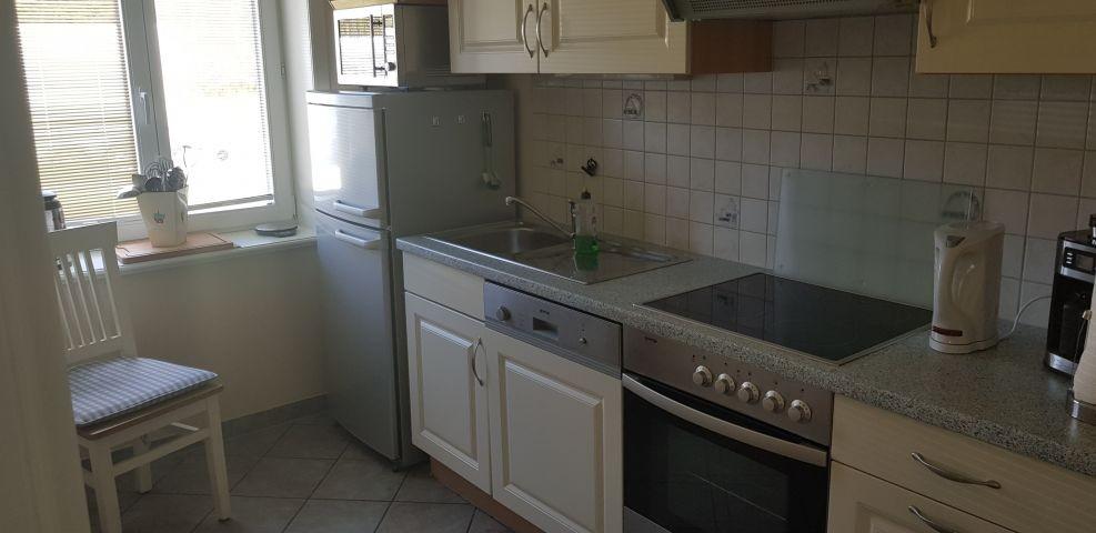 Küche. 2 Kühlschränke der Graue wird oft für das Hunde oder Katzen Futter verwendet.