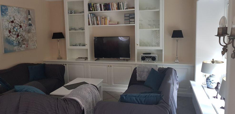 Das Wohnzimmer. Mit Extra Decken auf der Couch/Sessel falls die Vierbeiner rauf möchten.