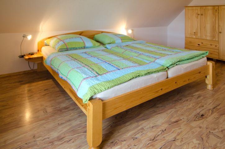 2tes Schlafzimmer mit Doppelbett im OG