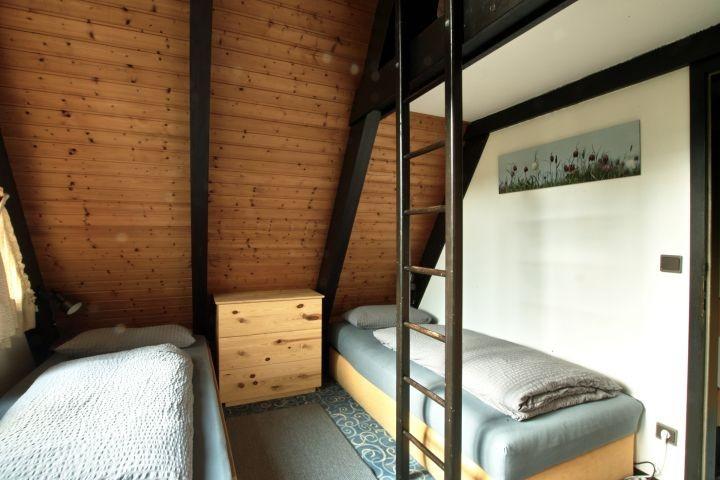 Das vordere Schlafzimmer mit Schlafkoje unter dem Dach