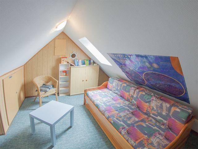 Ausgebautes Dachzimmer mit Tandembett