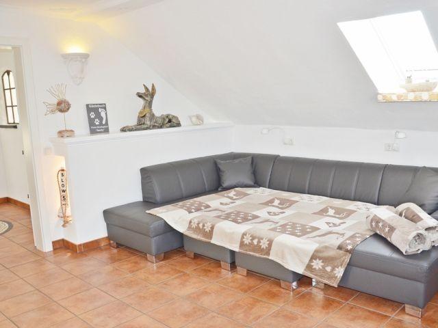 Sofa mit 2 Zustellhockern