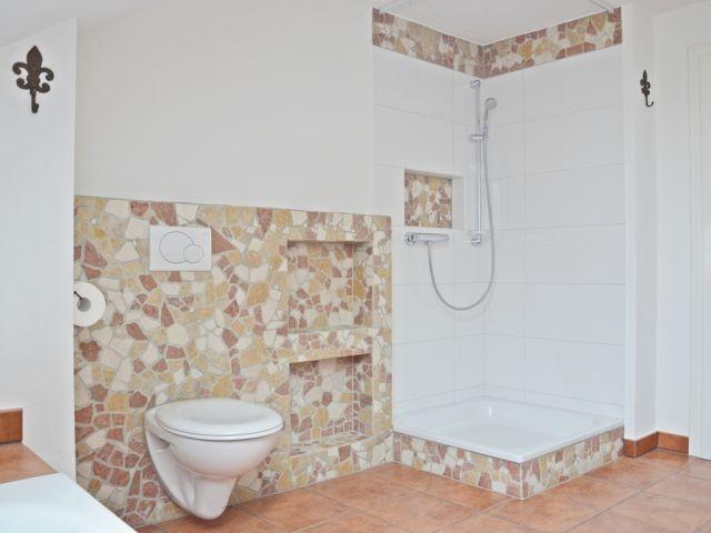 2 Tageslichtbäder: Vollbad plus Duschbad