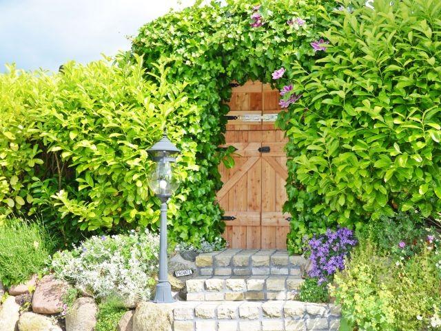 Garteneingang mit Klönschnacktür