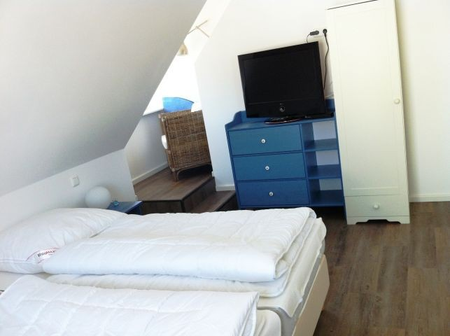 Schlafzimmer OG mit Flachbild TV