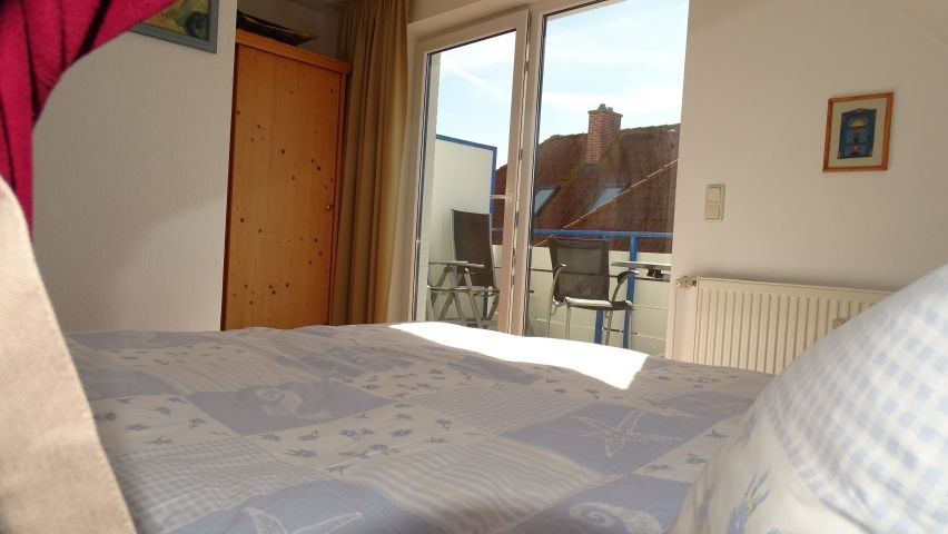 Blick vom Schlafzimmer zum Balkon