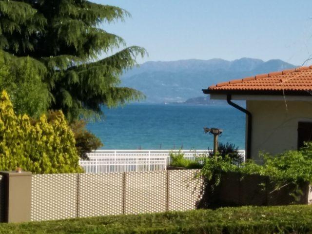 Blick auf den Gardasee vom Balkon