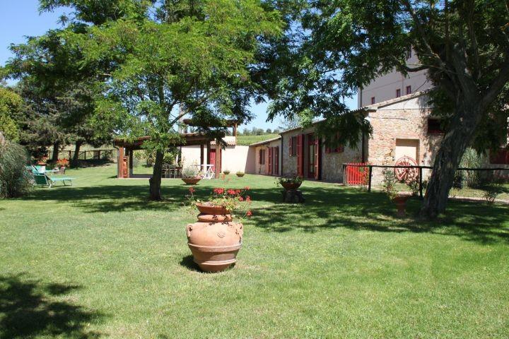 unsere Ferienhaus Villa Rustica (bis 11 Pers)  mit privat und eingezaeutner Garten
