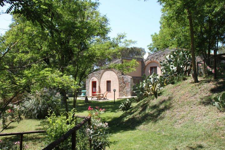 unsere Ferienhaus Villa Archi (bis 8 Pers)mit privat und eingezaeutner Garten