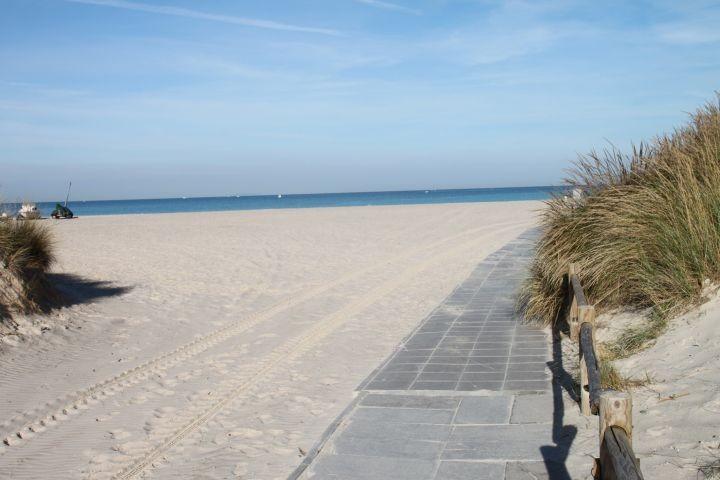 bei uns mehr als 30 km Sandstraende