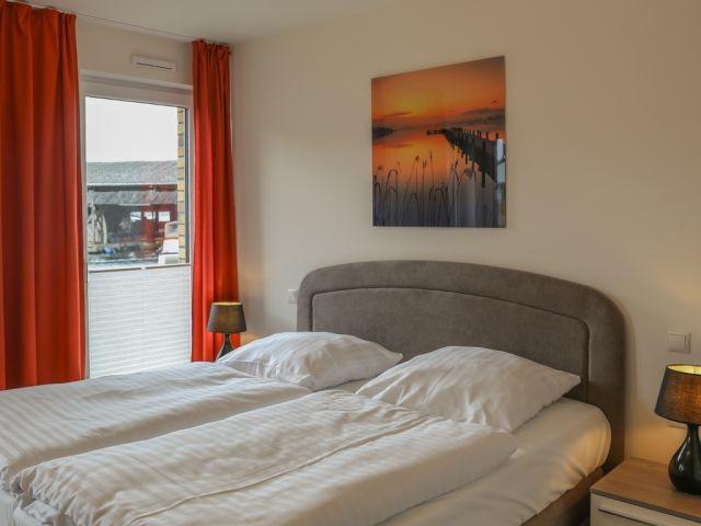 Schlafzimmer zum Träumen- mit bodentiefen Fenstern