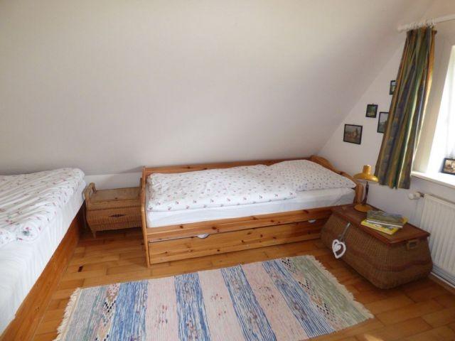 Schlafzimmer Ostseite mit 3 Betten