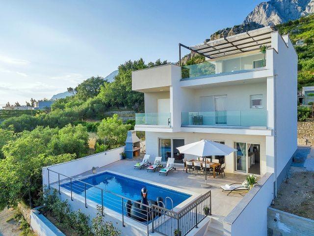 moderne villa mit pool meerblick und vier schlafzimmer. Black Bedroom Furniture Sets. Home Design Ideas