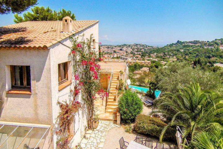 Ferienhaus mit Meerblick und Pool in Vallauris bei Cannes