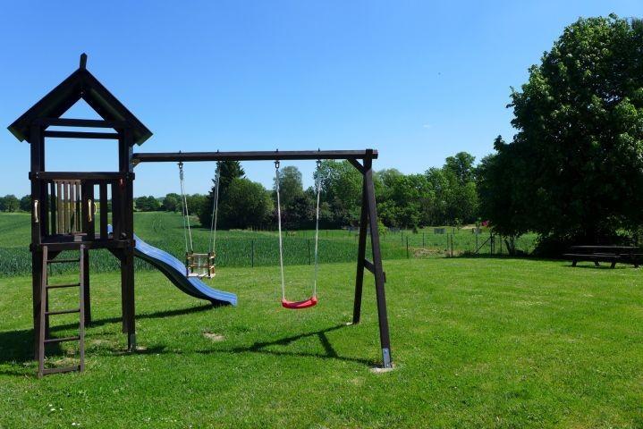 Spielturm mit Rutsche & zwei Schaukeln