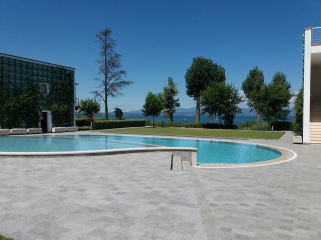 Weiteres Bild vom Pool direkt am Seeufer
