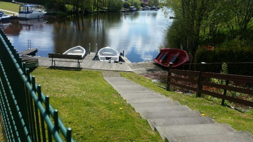 in 2 Minuten vom Garten zum Bootssteg