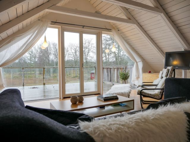 Mit Balkon am Wohnzimmer im Obergeschoss