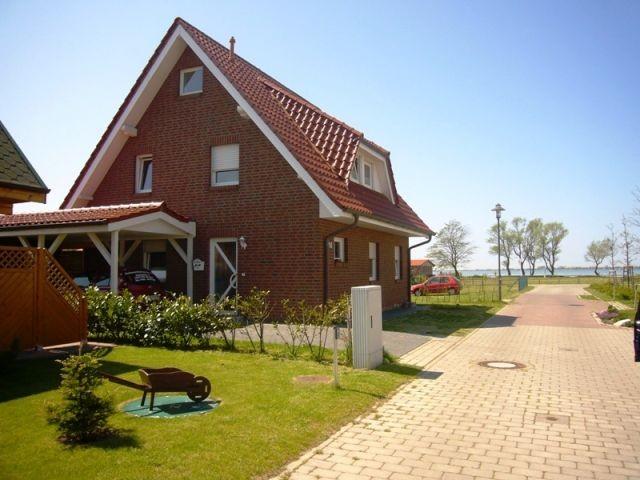 Ferienhaus mit 2 Wohnungen 80 m zum Wasser