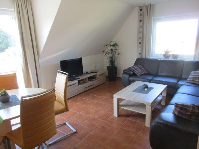 Wohnbereich mit Essecke und Balkon