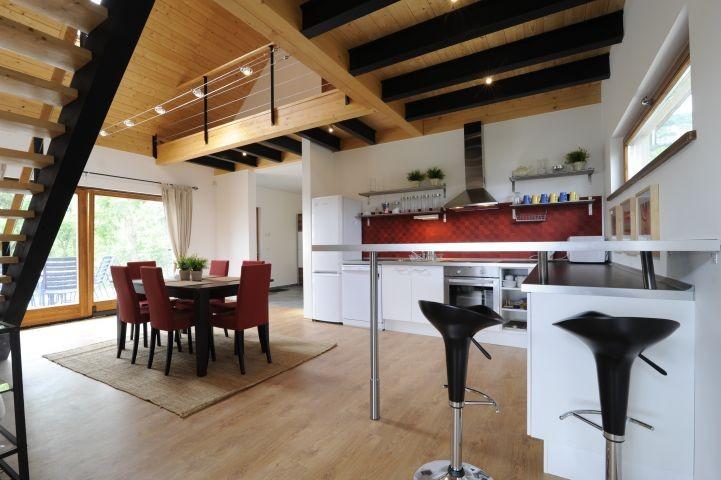 Esszimmer und Küche